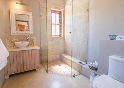 kite-quarters-cottages-lemon-studio-bathroom