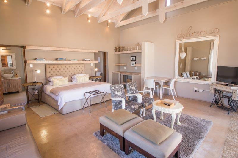 kite-quarters-cottages-lemon-studio-bedroom