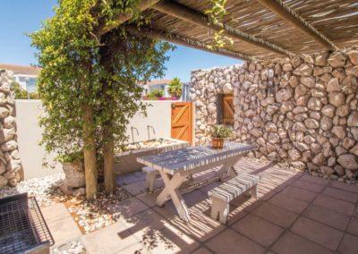 kite-quarters-cottages-lemon-studio-courtyard