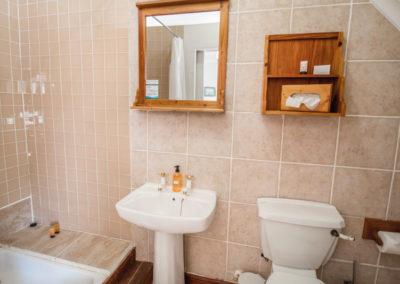 kite-quarters-travellers-places-room-15-bathroom