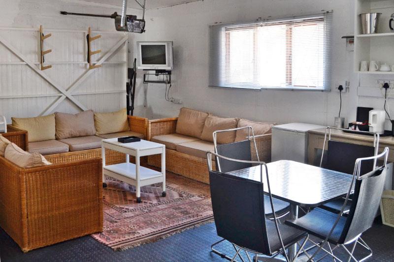 kite-quarters-kite-den-living-room