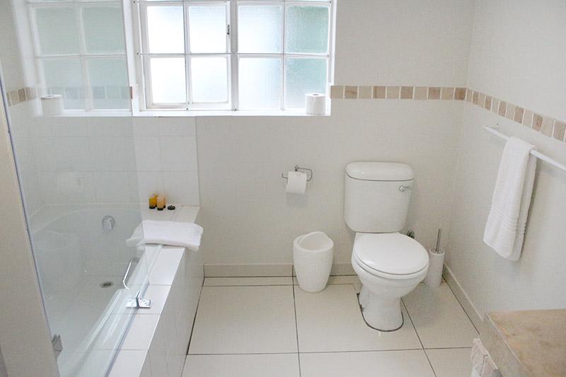lavender-cottage-bathroom