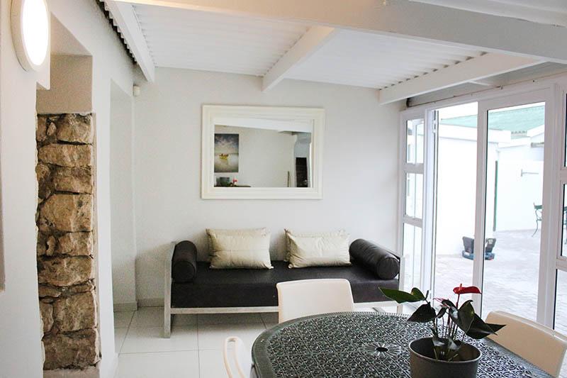 lavender-cottage-lounge