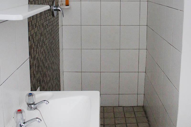 mint-crash-pad-shower